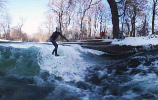 Eisbachwelle Eisbach Surfer Luftbild 360 grad video